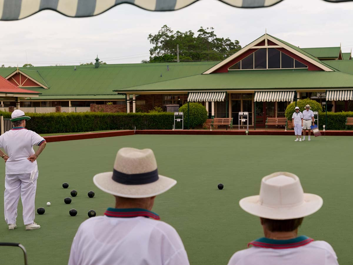 Aveo Cleveland Gardens residents playing bowls