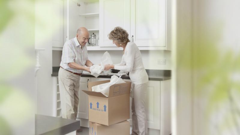Event move to retirement couple moving boxes 800 x 450