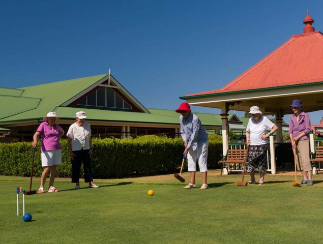 Aveo Cleveland Gardens residents playing Croquet